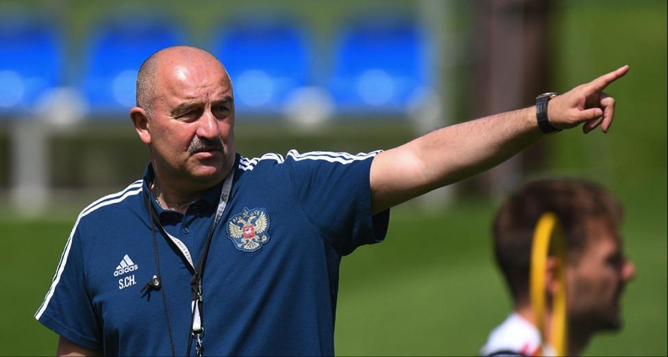 старший тренер сборной россии по футболу