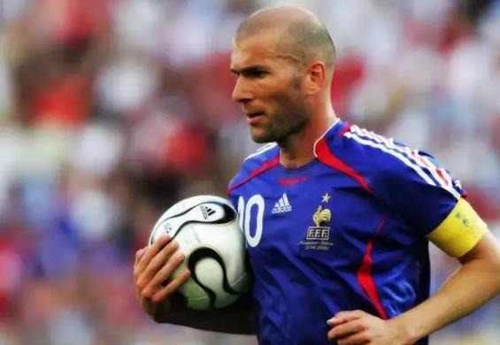 ТОП 10 лучших футболистов за всю историю футбола 8
