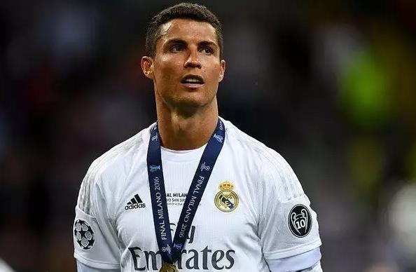 ТОП 10 лучших футболистов за всю историю футбола 9