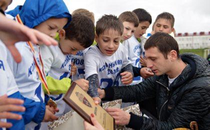 Российский футболист отдал миллион рублей пострадавшей в Беслане
