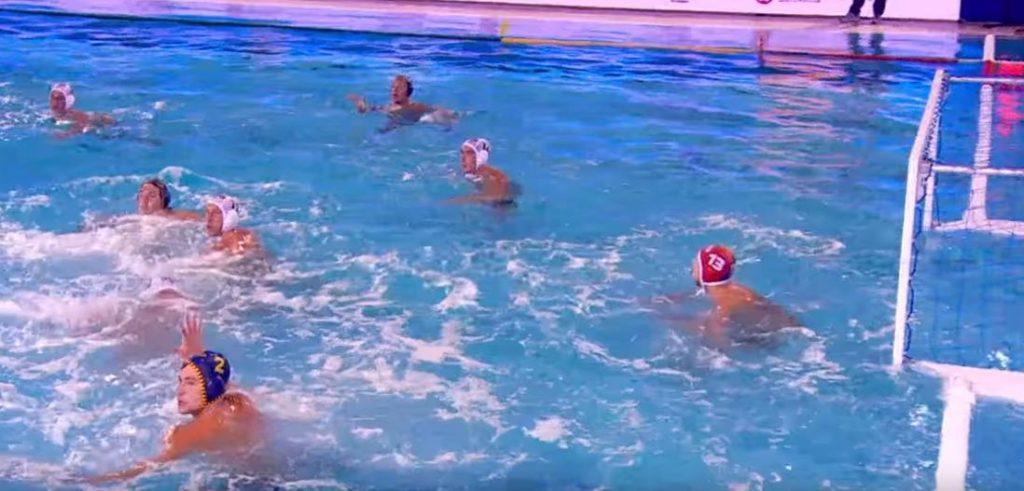 Противостояние команд в водном поло